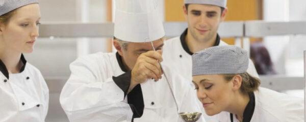 Tenue de cuisinier en restauration collective